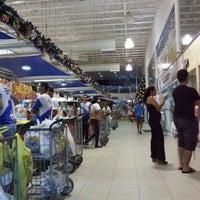 Foto tirada no(a) Supermercado Favorito por Day R. em 12/21/2012