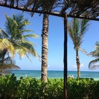 Foto tomada en Ziggys Beach Club por Stanley M. el 8/21/2013