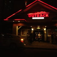 Foto tirada no(a) Outback Steakhouse por Claudia A. em 11/5/2012