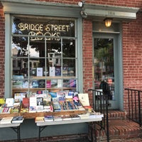 Foto tirada no(a) Bridge Street Books por Thomas F. em 5/26/2017