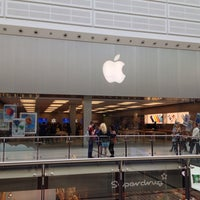 Photo taken at Apple Manchester Arndale by Jean-Marie B. on 5/22/2013