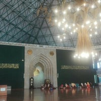Photo taken at Masjid Agung Al-Ukhuwwah by Q Daniel K. on 4/11/2017