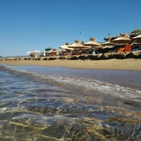 Photo taken at Παραλία Μπισκινόκαμπου by Luc L. on 8/31/2015
