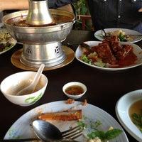 Photo taken at ครัวสุโขทัย สุดยอดความอร่อย ก่อนถึงแม่สาย แวะพักทานอาหารและกาแฟสดก่อนได้นะครับ by Jeed K. on 12/14/2012