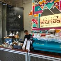 Das Foto wurde bei Small Batch Coffee Company von Lee D. am 10/18/2017 aufgenommen