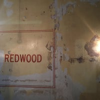 Foto tirada no(a) Redwood por Shawn B. em 4/4/2017