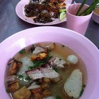 Photo taken at ศรีวัชข้าวหมูแดง-หมูกรอบ by Noon Nonlaney J. on 11/24/2012