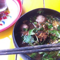 Photo taken at คนกินเส้น กินแล้วรวย by meeo_11 on 1/23/2013