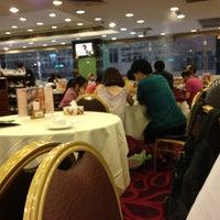 Photo taken at Fuk Yuen 福苑火鍋海鮮酒家 by Norina H. on 8/20/2013