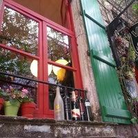 6/2/2013 tarihinde Onur A.ziyaretçi tarafından Vino Şarap Evi'de çekilen fotoğraf
