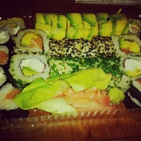 Foto tomada en Edo Sushi por Lilian L. el 12/18/2012