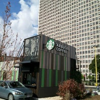 Foto scattata a Starbucks da It's A Major Plus il 10/19/2013