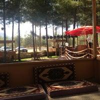 Das Foto wurde bei Koçlar Restaurant ve Dinlenme Tesisi von Mehmet D. am 9/18/2013 aufgenommen