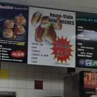 Photo taken at Winchell's DONUT HOUSE by Flip P. on 9/28/2012