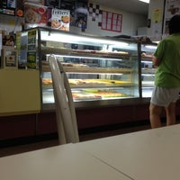Photo taken at Winchell's DONUT HOUSE by Flip P. on 10/8/2012