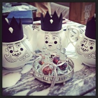 Photo taken at Madhatter's Tea Party by Lalana P. on 6/10/2013