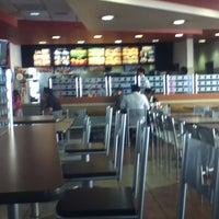 Foto tomada en Burger King por Edgar C. el 3/3/2013