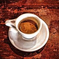 Das Foto wurde bei Tiago Espresso Bar + Kitchen von Gary H. am 4/30/2013 aufgenommen