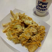 Photo taken at Long John Silver's by Songhua on 8/13/2016