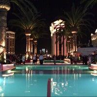 6/8/2014 tarihinde @VegasBiLLziyaretçi tarafından Drai's Beach Club • Nightclub'de çekilen fotoğraf