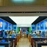 Foto tirada no(a) Microsoft Store por @VegasBiLL em 4/29/2015