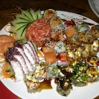 Foto tirada no(a) Sensei Lounge Sushi por Gisele R. em 4/16/2013
