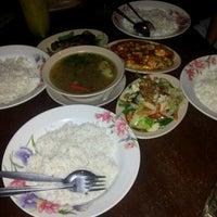 Foto tomada en Restoran Family Uda por Puteri A. el 11/28/2012