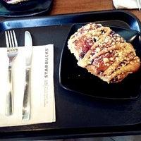 Photo taken at Starbucks by WengSinn 🎀 Y. on 7/12/2013