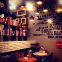 2/24/2014 tarihinde Deniz S.ziyaretçi tarafından Tasarım Bookshop Cafe'de çekilen fotoğraf