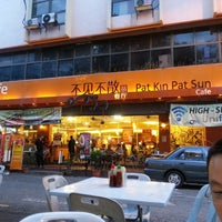 Photo taken at Pat Kin Pat Sun Cafe (不见不散茶餐厅) by Alex S. on 2/28/2013