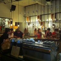 Das Foto wurde bei Chye Seng Huat Hardware Coffee Bar von Mk P. am 3/9/2013 aufgenommen