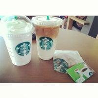 Foto tirada no(a) Starbucks por Rheno G. em 10/19/2013
