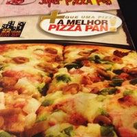 Photo taken at Super Pizza Pan by Rejane B. on 5/30/2013