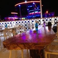 รูปภาพถ่ายที่ Club Catamaran โดย Oğuz T. เมื่อ 7/1/2013