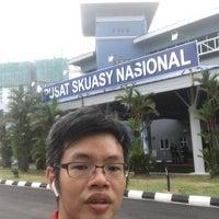 Photo taken at Pusat Skuasy Nasional Bukit Jalil by Alan T. on 8/28/2017