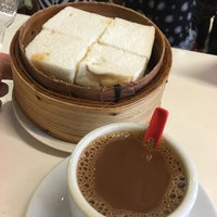 Photo taken at Ya Kun Kaya Toast 亞坤 by Alan T. on 3/6/2016