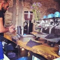 Das Foto wurde bei Concierge Coffee von Alper Ç. am 7/10/2013 aufgenommen