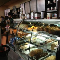 Снимок сделан в Starbucks пользователем Hanleth N. 4/5/2013