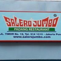 Photo taken at Salero Jumbo by Nik Shah R. on 10/24/2014