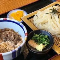 Photo taken at うどん家 久兵衛 by Takashi O. on 5/15/2017