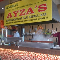 Photo taken at Restoran Nasi Kandar Ayza's by Qayyum H. on 2/19/2013