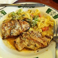 Photo taken at Olive Garden by Armando J. on 9/21/2012