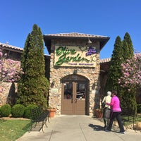 Photo taken at Olive Garden by Kristen J. on 3/18/2016