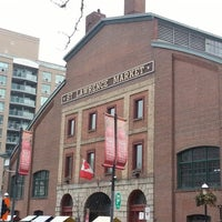 Foto tomada en St. Lawrence Market (South Building)  por Joe S. el 2/16/2013