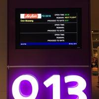 Photo taken at Gate Q13 by JUNJI T. on 11/9/2015