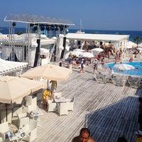 8/8/2013 tarihinde Ясечкаziyaretçi tarafından Ibiza Beach Club'de çekilen fotoğraf