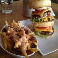 Das Foto wurde bei Burger House von Felicia W. am 12/10/2013 aufgenommen