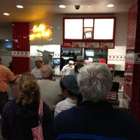 Photo taken at In-N-Out Burger by Vicki E. on 2/3/2013