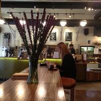 12/2/2012 tarihinde Jose P.ziyaretçi tarafından Caffe Streets'de çekilen fotoğraf