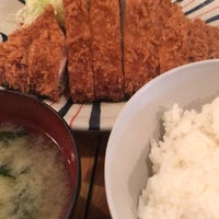 Photo taken at とんかつ かつ屋 by にぶ m. on 2/14/2017